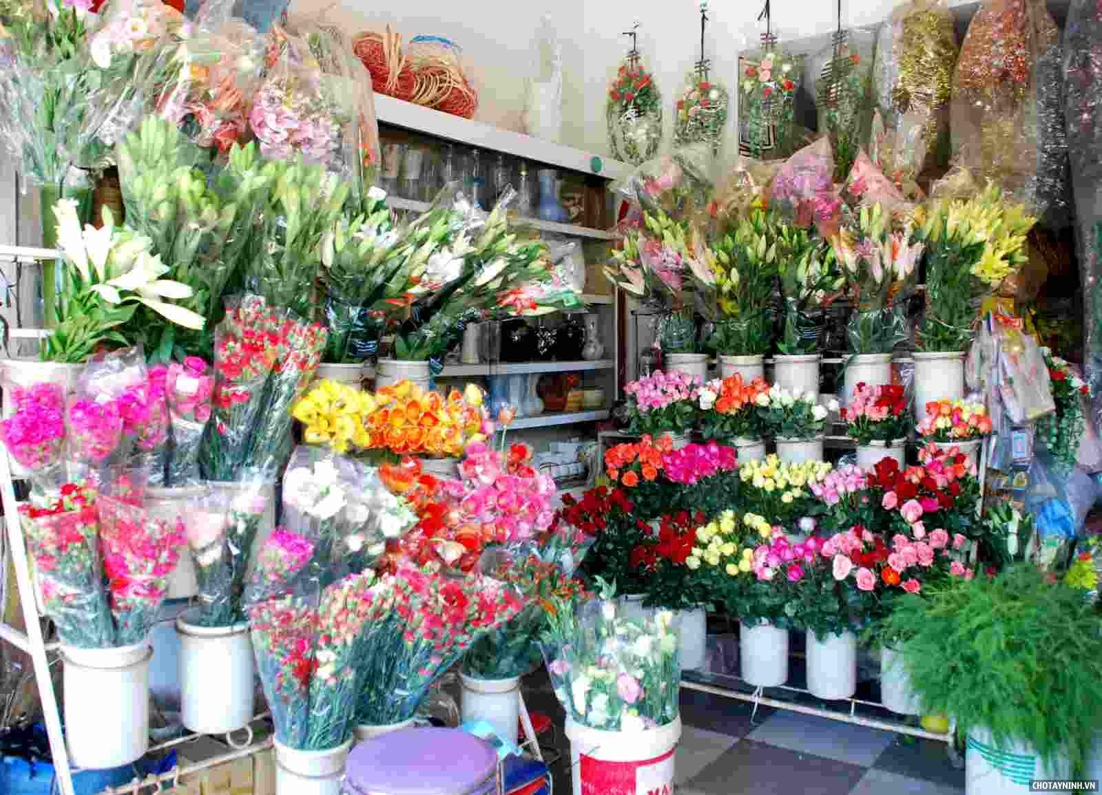 Mở shop hoa tươi phải luôn sáng tạo đổi mới trong cách cắm hoa