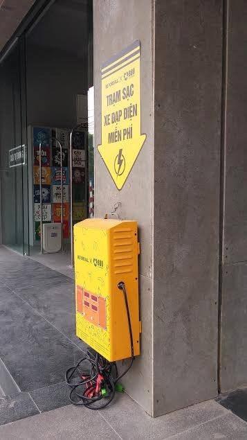 Hình ảnh những trạm sạc xe điện được cộng đồng mạng chia sẻ ầm ầm