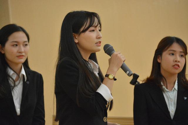 3 nữ sinh tự tin thuyết trình ý tưởng