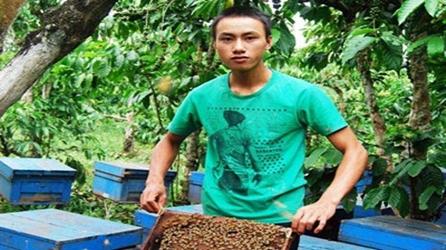 Phạm Văn Bảo Trung thành công nhờ nuôi ong