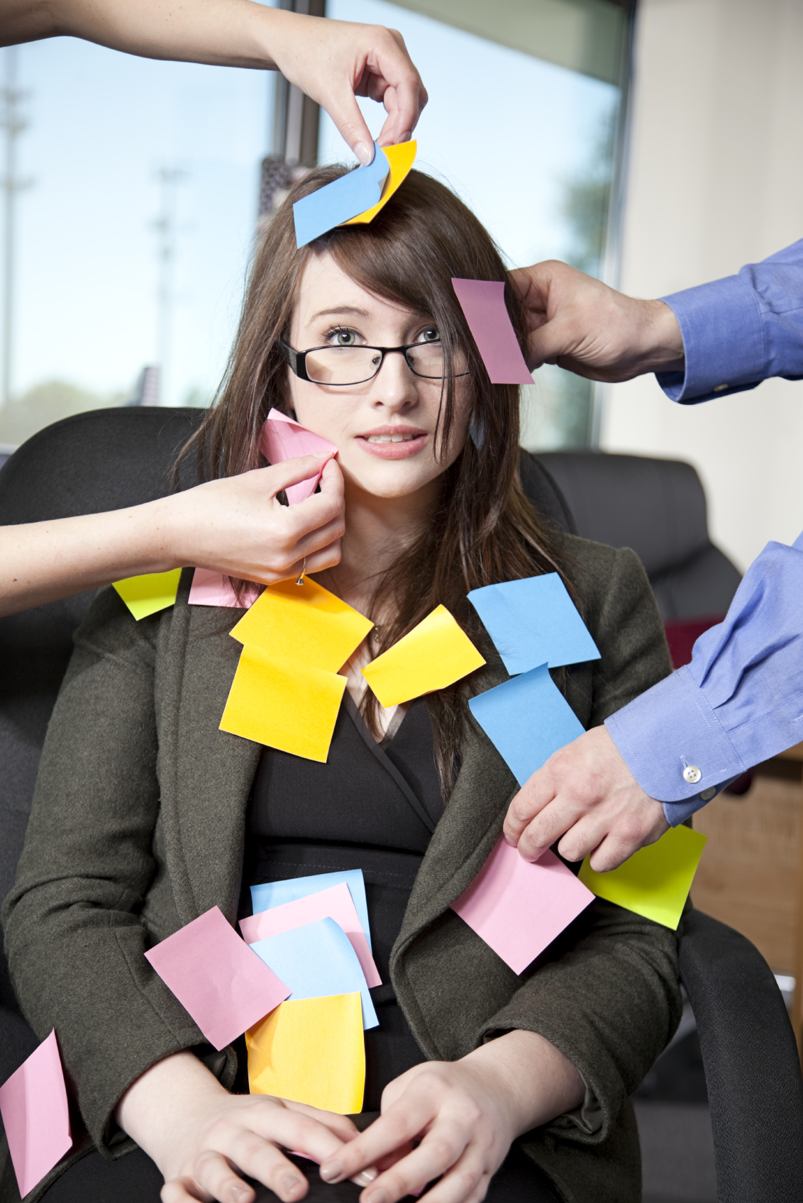 Woman-with-post-it-notes