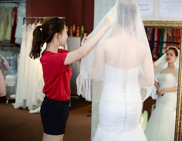 xưởng áo cưới của Hà Phương