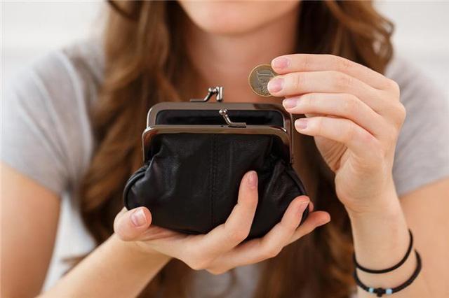 Nên kiểm soát tiền ra vào trong tài khoản để tiết kiệm tốt hơn