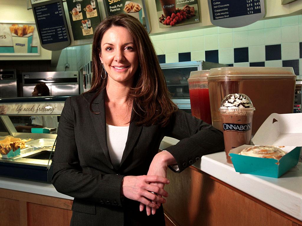 26 tuổi, Cole đã trở thành nữ phó chủ tịch của Hooters