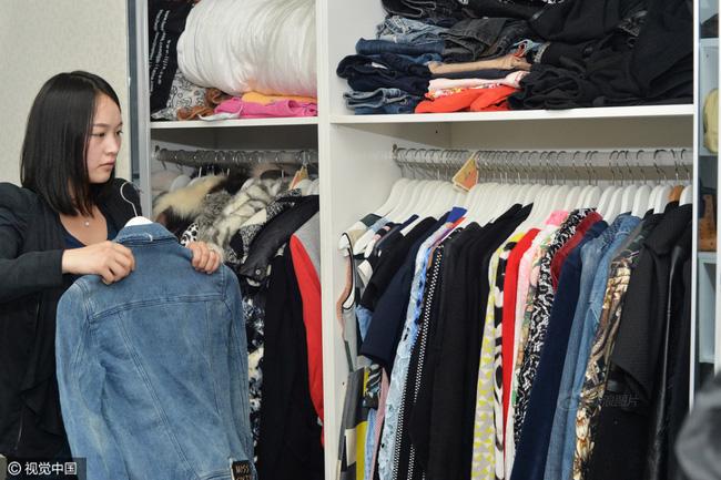 Quần áo được sắp xếp gọn gàng và cực kỳ dễ tìm