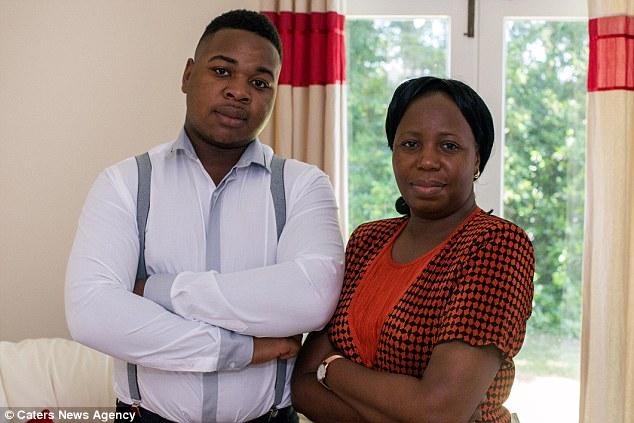 Mẹ Robert Mfune rất tự hào về con