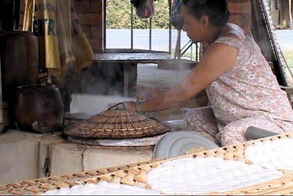 Nghề tráng bánh bằng nước cốt dừa đã nổi tiếng hàng trăm năm