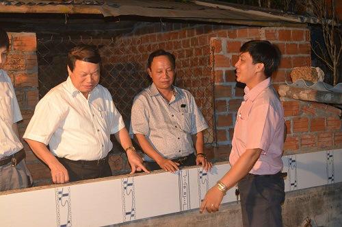 Ông Nguyễn Duy Lượng, nguyên Phó Chủ tịch TƯ Hội Nông dân Việt Nam từng về thăm mô hình kinh tế tiêu biểu của anh Tuấn