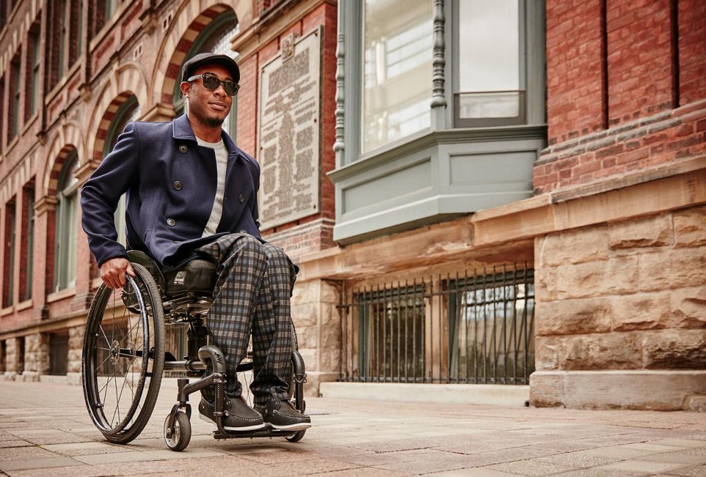 Izzy Camilleri đã trở thành nhãn hiệu riêng cho người dùng xe lăn
