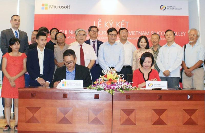 Đại diện Bộ KH&CN, Microsoft Việt Nam và Vietnam Silicon Valley tại sự kiện