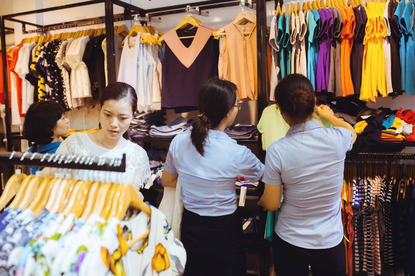 Phục vụ tận tình khiến khách có thiện cảm hơn với cửa hàng