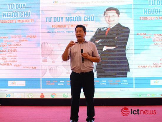 Chủ tịch FPT Trương Gia Bình trong hội thảo