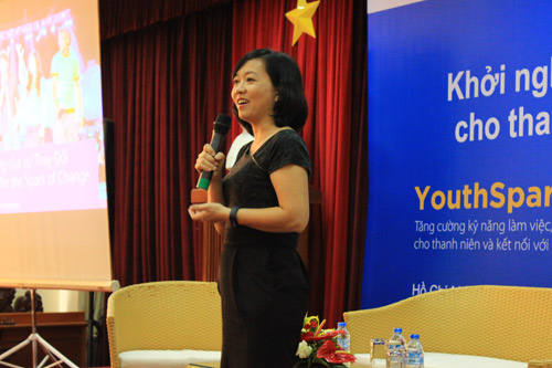 Diễn giả Hồng Nhi của Microsoft Việt Nam