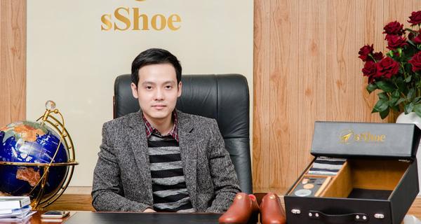 Phí Hữu Thanh Long với sản phẩm của mình