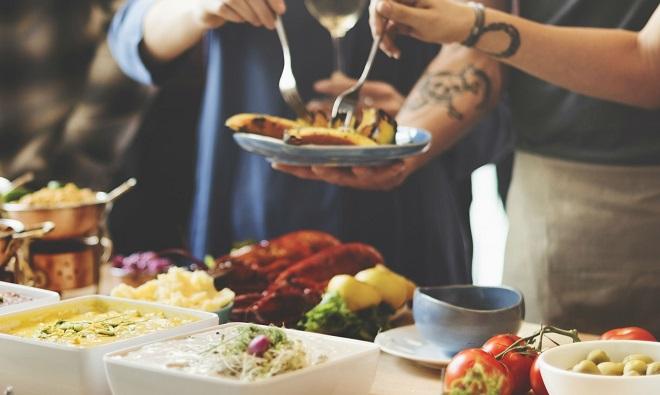 Giao đồ ăn là một trong những ngành có tiềm năng phát triển tại Ấn Độ với sự tham gia của hàng loạt startup cũng như các ứng dụng gọi xe. Ảnh: HungerBox