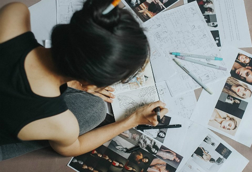 Trang Nguyễn xem trọng giai đoạn lên ý tưởng, biến câu chuyện của khách hàng trở thành hiện thực bằng các yếu tố đạo cụ, phong nền.