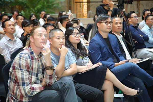 Ngày hội Đầu tư của VIISA có sự tham gia của hơn 100 khách mời là những nhà đầu tư, doanh nghiệp lớn, cộng đồng startup& đến từ các quốc gia như Việt Nam, Singapore, Nhật Bản, Hàn Quốc,&