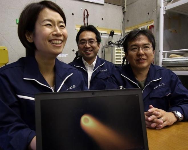 Lena Okajima - kỹ sư trưởng của dự án làm ra mưa sao băng nhân tạo. Ảnh: Yahoo.