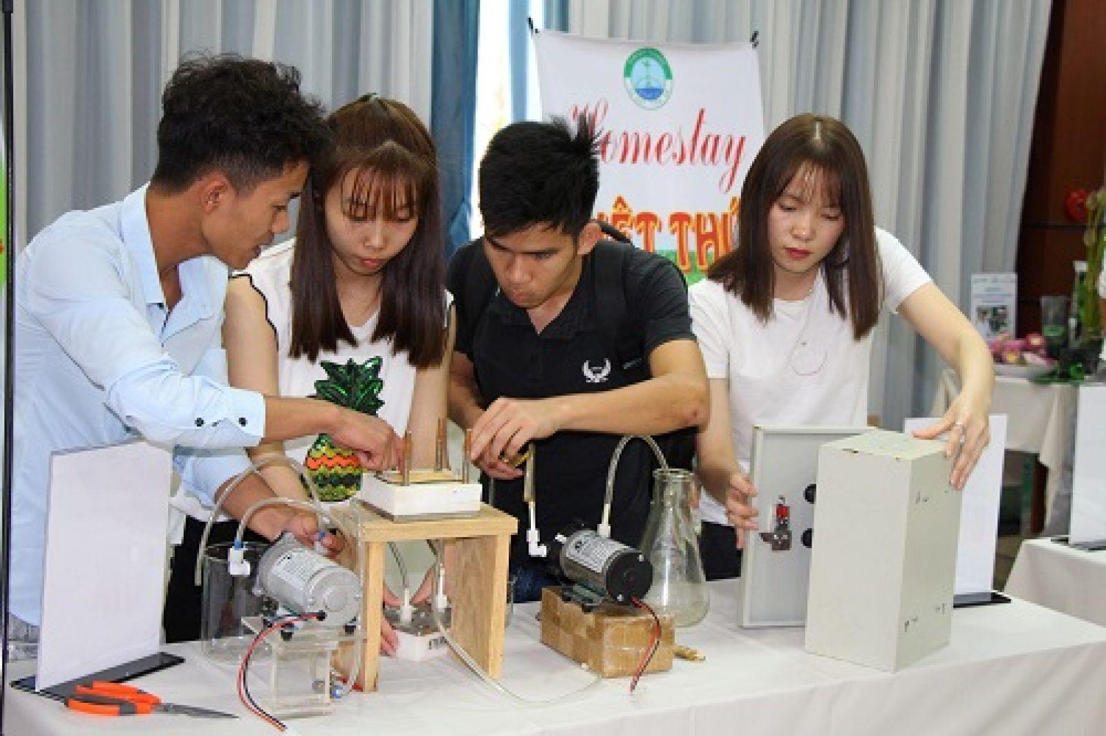Mô hình sản phẩm máy lọc nước thông minh đến từ Lâm Đồng là một trong 34 dự án tham gia vòng chung kết Dự án khởi nghiệp nông nghiệp lần 4. Ảnh: BSA.