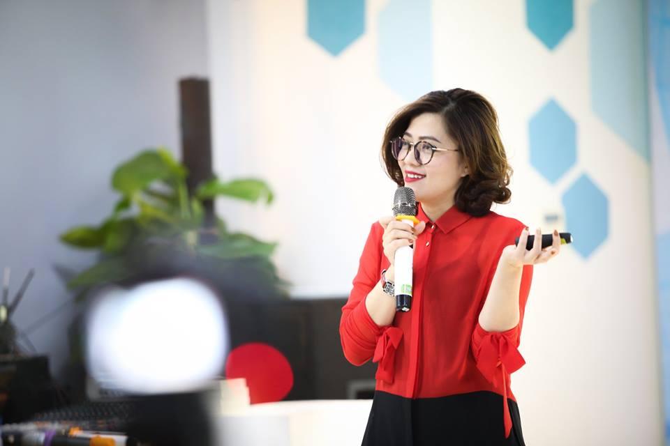 Bà Trương Lý Hoàng Phi- Giám đốc Trung tâm Hỗ trợ thanh niên khởi nghiệp (BSSC) đã chính thức phát động cuộc thi Startup Wheel.