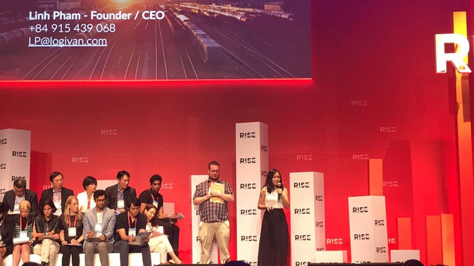 """Linh trình bày mô hình kinh doanh của mình tại cuộc thi """"PITCH – The Startup Battle"""" do Hội nghị công nghệ và khởi nghiệp quốc tế RISE tổ chức. Ảnh: Logivan"""