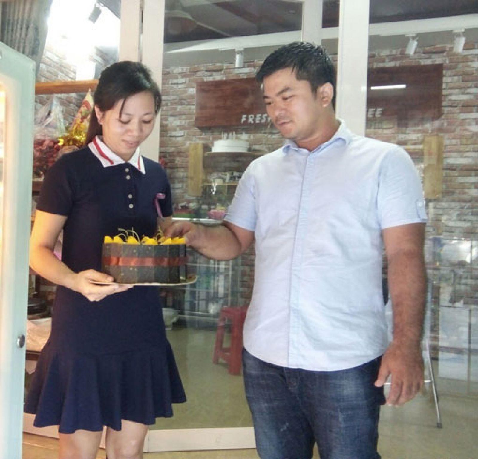 Với niềm đam mê làm bánh, chị Diễm đã mạnh dạn từ bỏ công việc tại ngân hàng để khởi nghiệp với nghề làm bánh