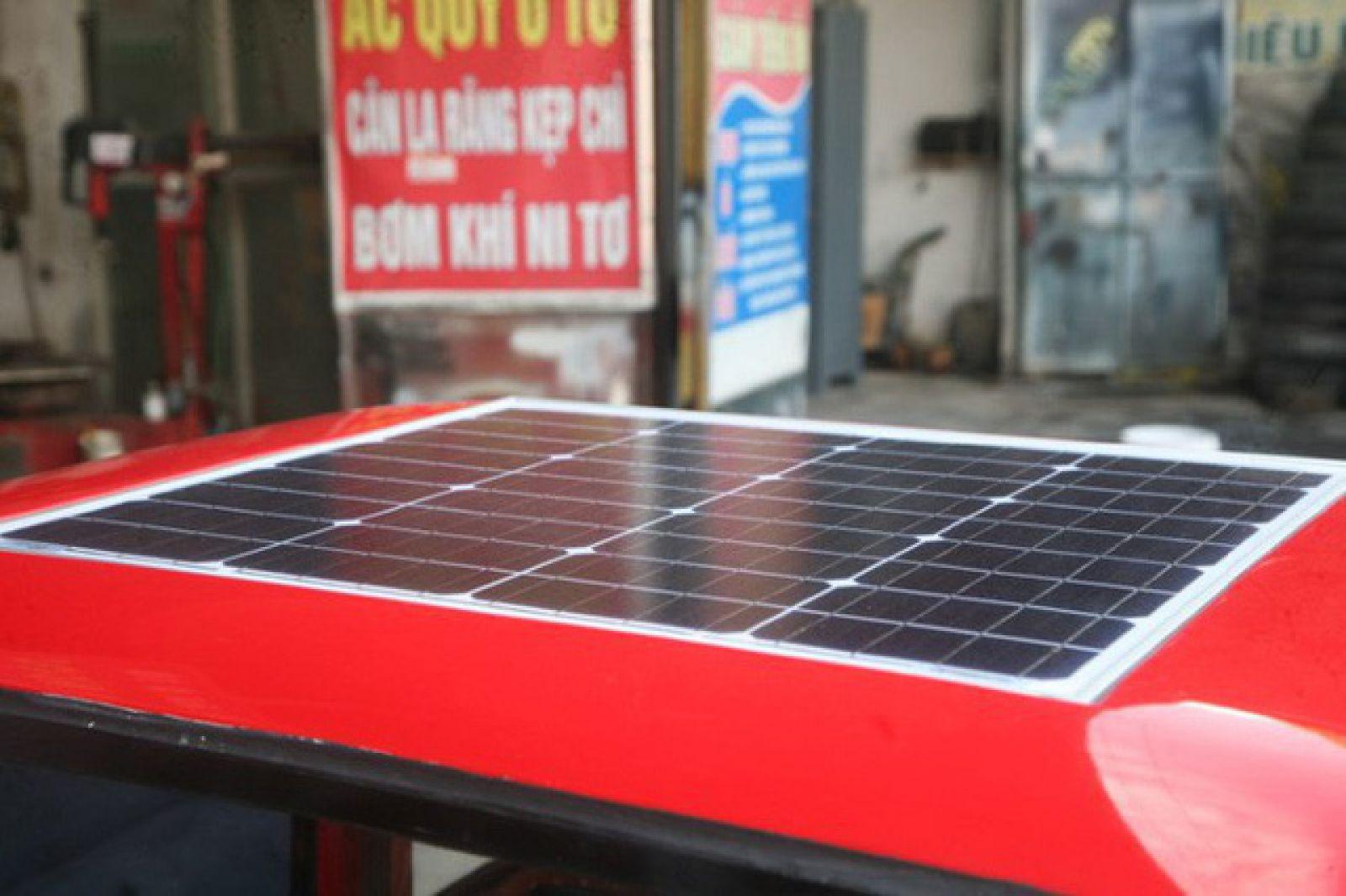 Xe được chạy bằng pin năng lượng mặt trời.