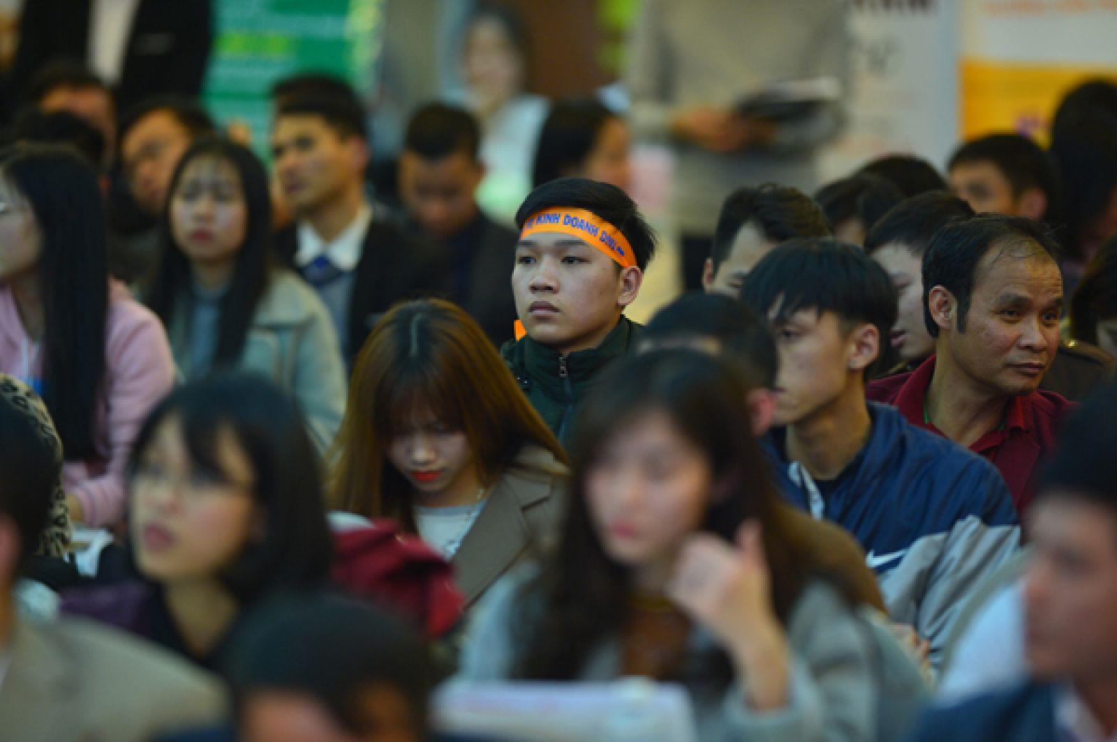 Đông đảo các bạn sinh viên có mặt tại hội trường