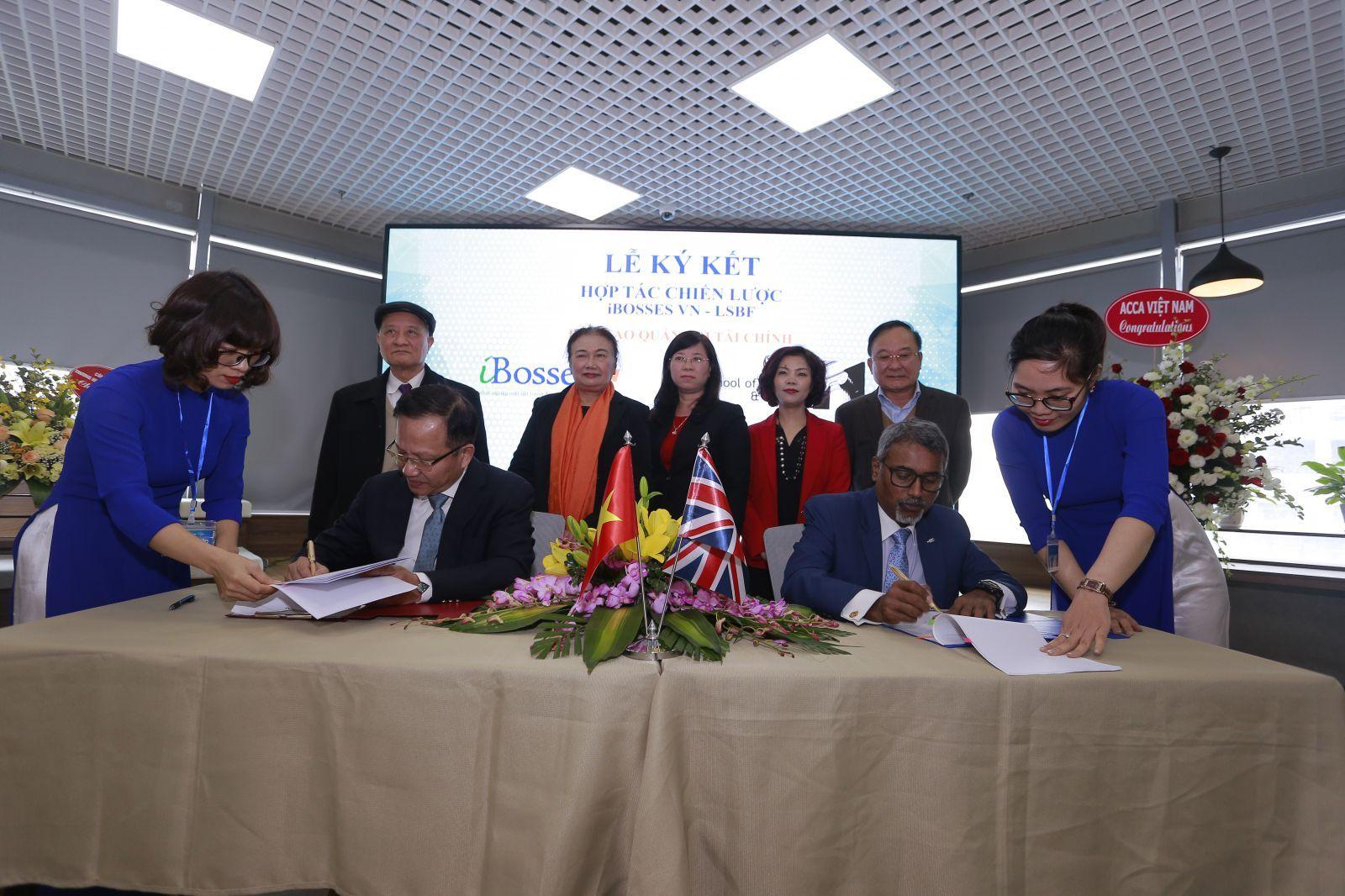 Lễ ký kết Hợp tác chiến lược về đào tạo tài chính quản trị theo tiêu chuẩn quốc tế giữa công tyiBosses Việt Nam và LSBF