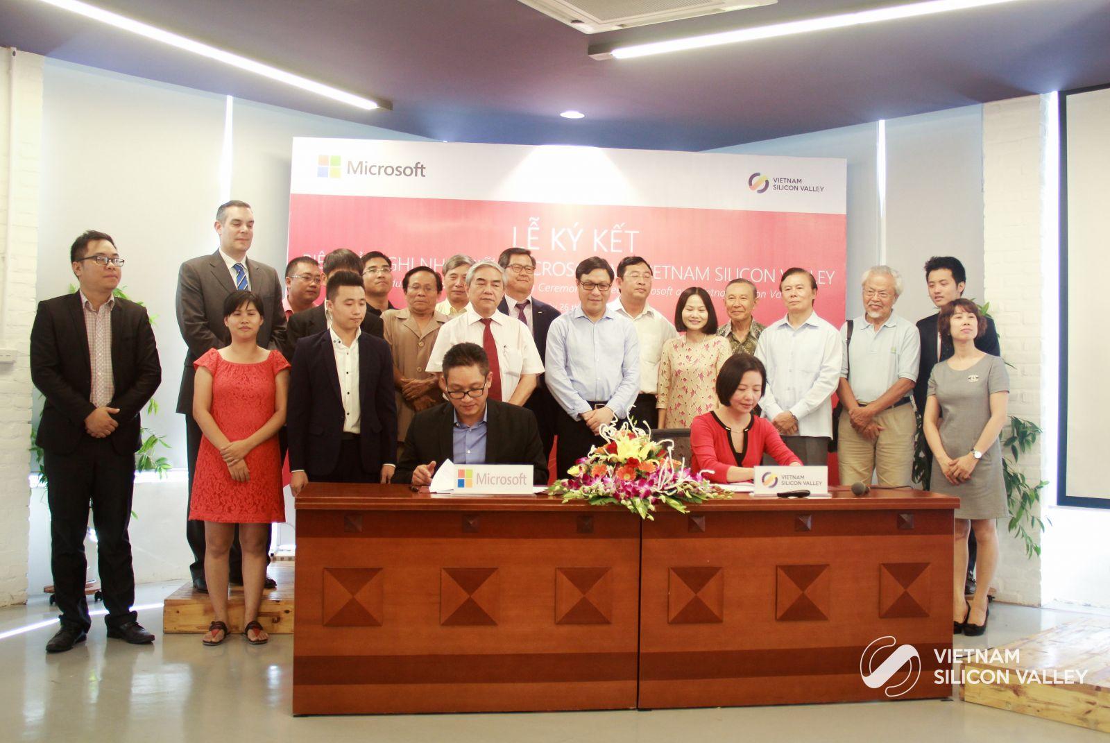 Lễ kí kết hợp tác chiến lược giữa VSVA và Microsoft Việt Nam