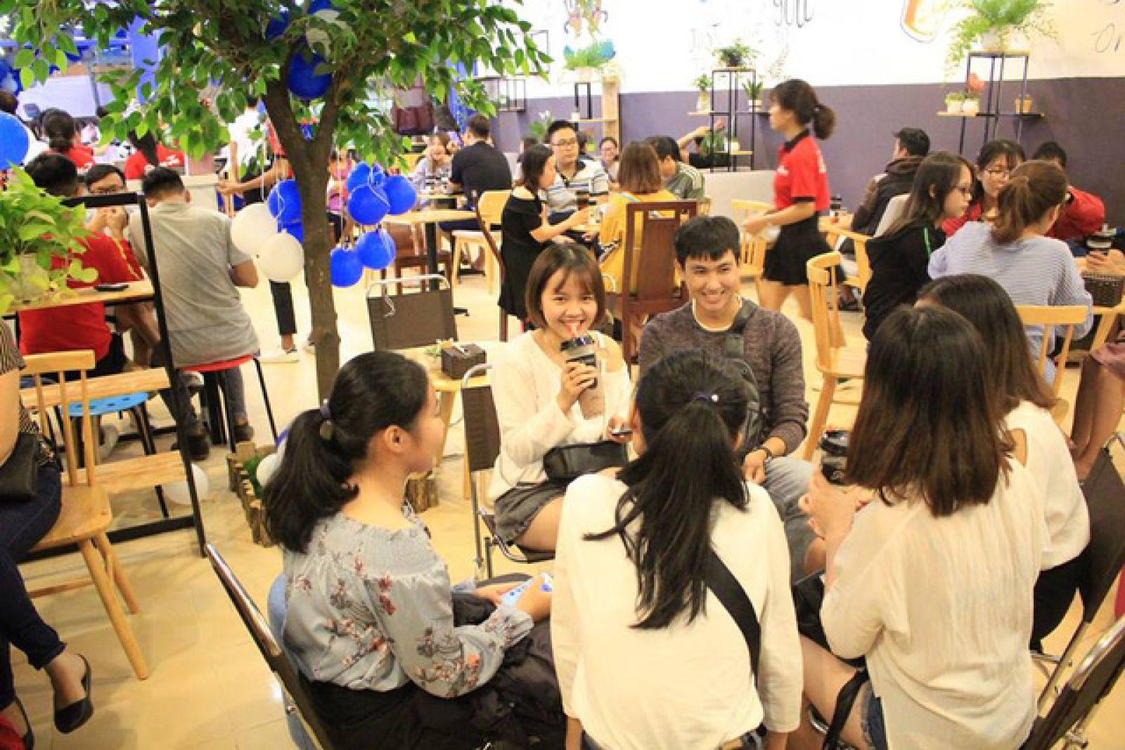 Pozaa Tea luôn trong tình trạng đông khách.