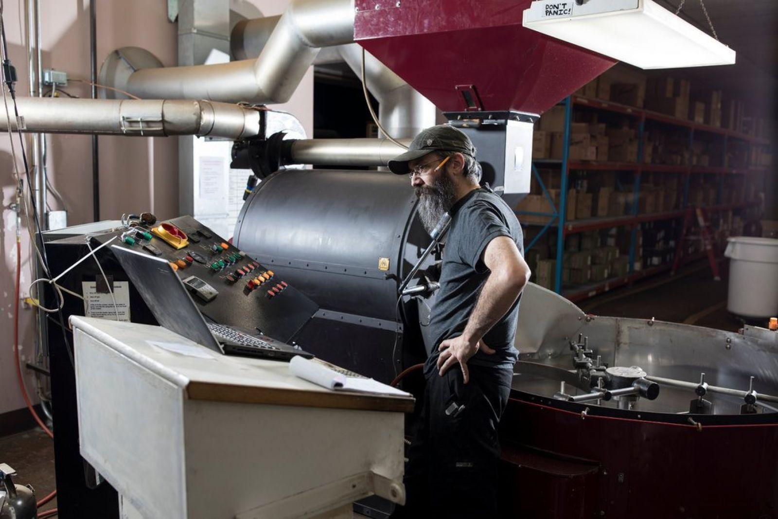 Nam giới không có quyền điều hành ở City Girl Coffee Company - Ảnh : New York Times