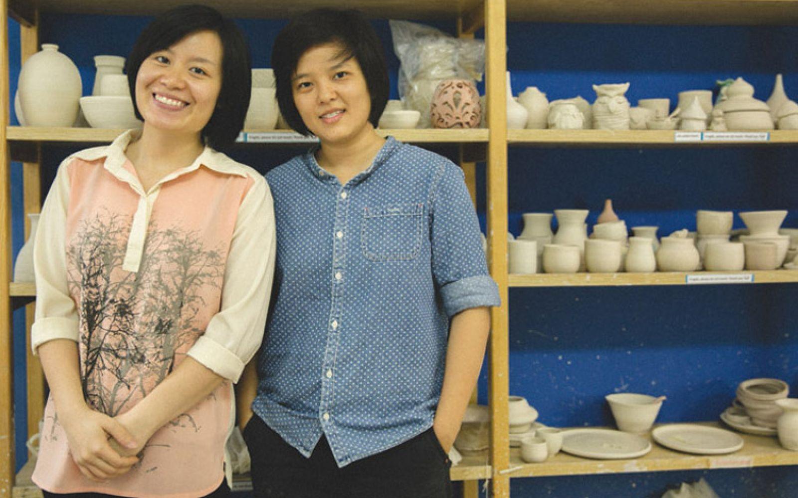Cao Thị Hồng Loan (trái) và Nguyễn Đan Thy - Đồng sáng lập De-form Pottery.