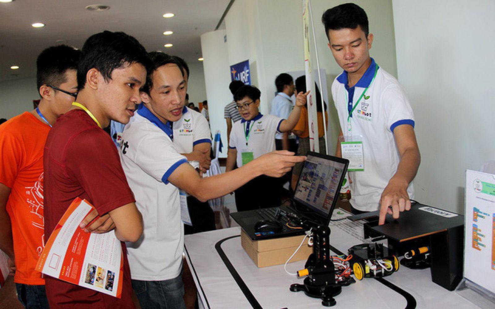 Một số sản phẩm khởi nghiệp sáng tạo do doanh nghiệp mới thành lập tại Đà Nẵng chế tạo - Ảnh: Tr. Trung