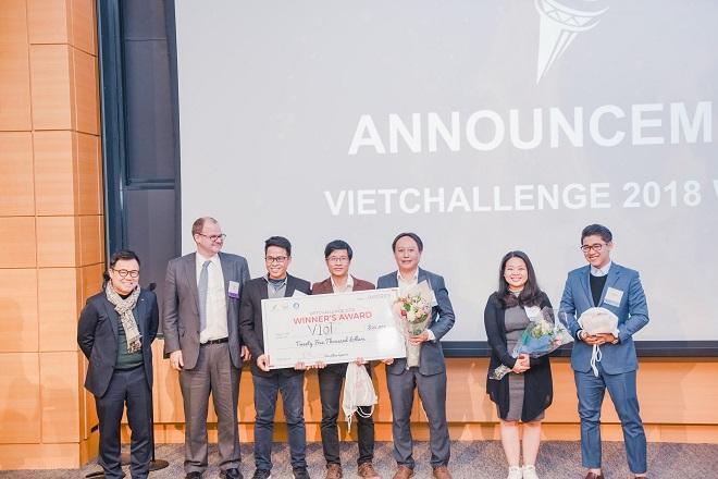 Đội Quán Quân VietChallenge mùa giải 2018 VIoT team nhận giải thưởng $25,000 tại đại học MIT, Boston