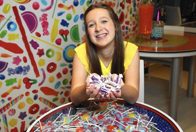 Được mời kẹo mút, cô bé 7 tuổi khởi nghiệp với công ty sản xuất kẹo tốt cho sức khỏe mang về doanh thu triệu đô - Ảnh 1.