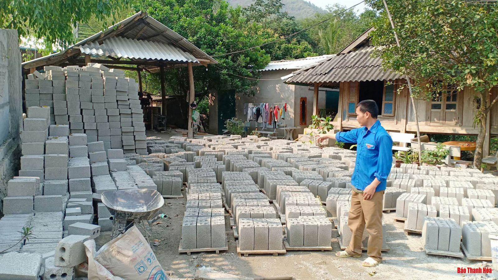 Một góc xưởng sản xuất gạch của anh Hà Văn Chục.