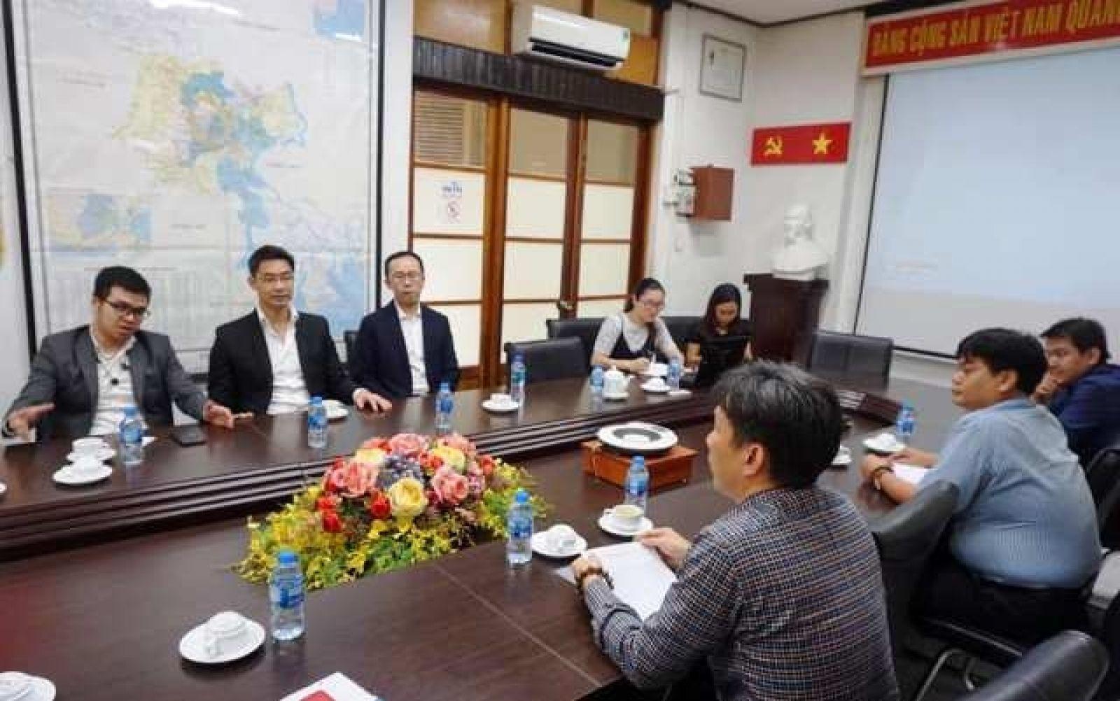 Cựu Phó Thủ tướng Đức Philipp Rösler (người thứ 2 từ trái sang) thăm và làm việc tại Sở KH&CN TP. Hồ Chí Minh