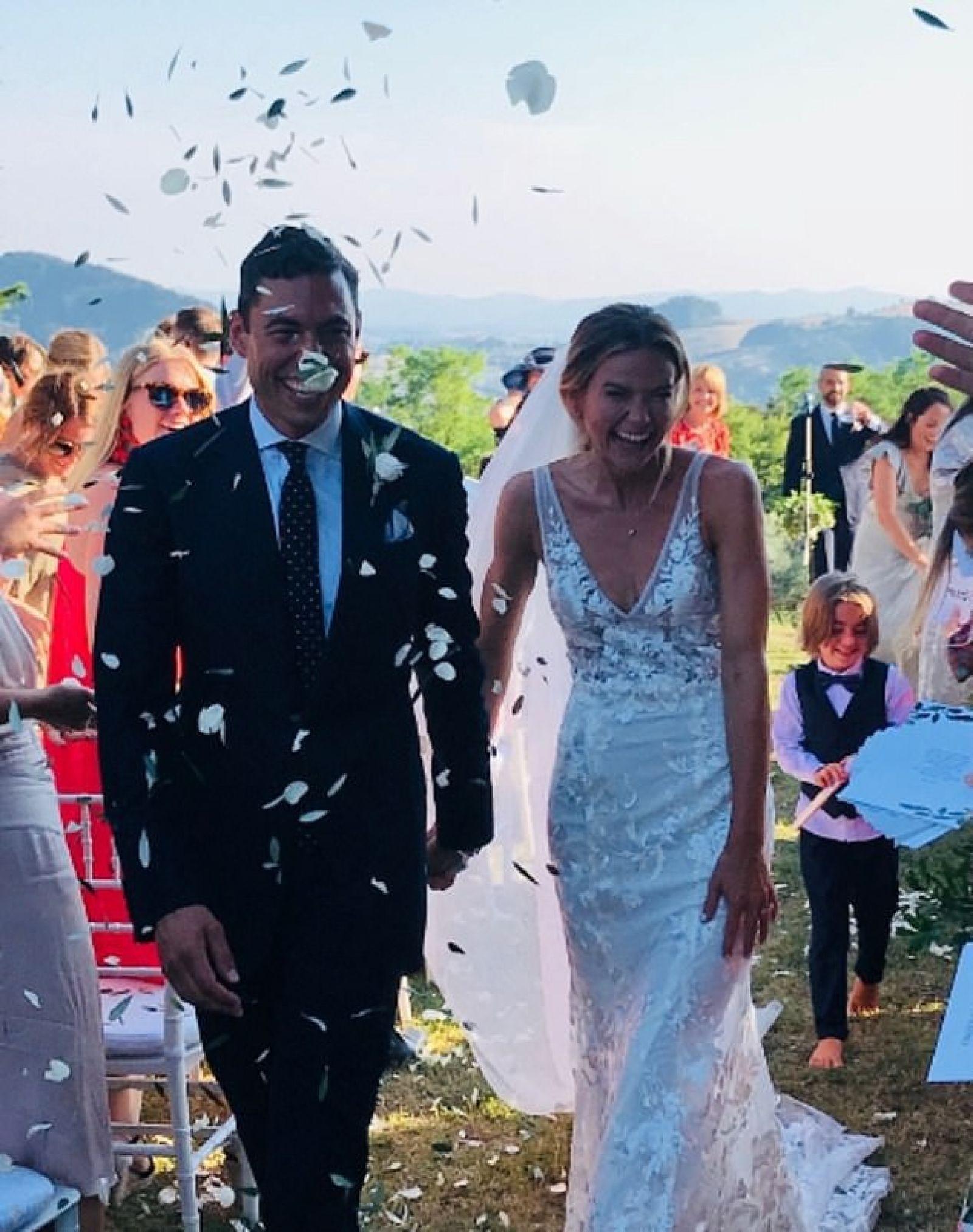Amy và chồng trong hôn lễ của cặp đôi.