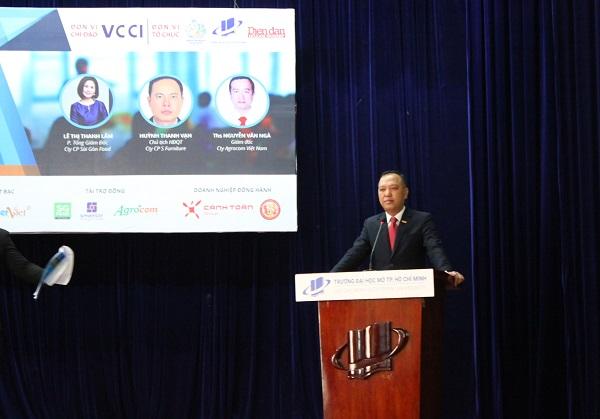Nhà báo Phạm Hùng, Phó Tổng Biên tập báo Diễn Đàn Doanh Nghiệp - Tổng thư ký Chương trình khởi nghiệp Quốc gia khu vực phía Nam