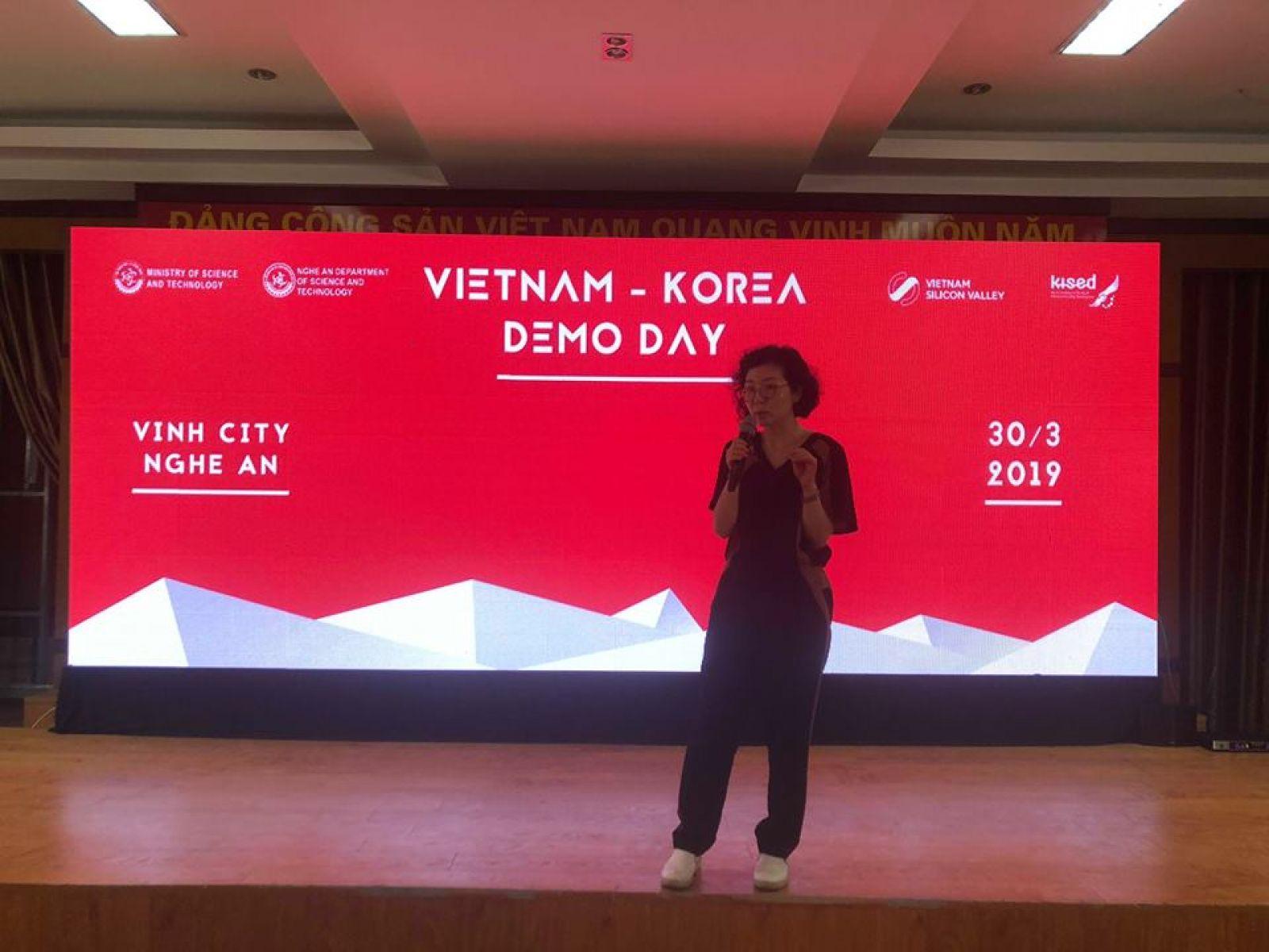 Bà Junjung Park thể hiện khao khát làm cho mối quan hệ Hàn Quốc – Việt Nam trở nên gắn bó, khăng khít hơn nhờ vào sự kết nối khoa học, kỹ thuật – công nghệ giữa các doanh nghiệp Việt Nam – Hàn Quốc