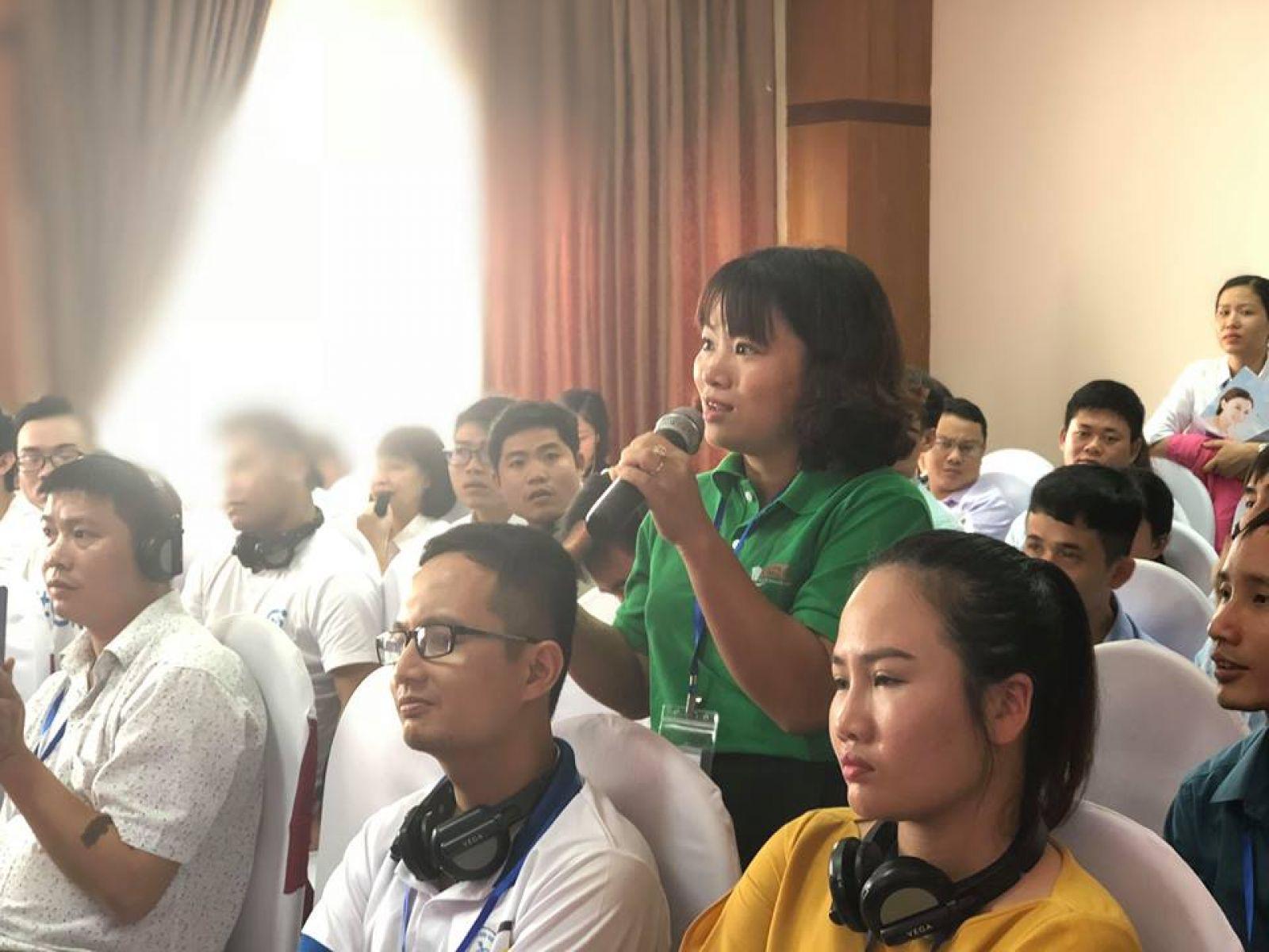 Phần thuyết trình của các nhóm dự án thu hút sự quan tâm của đông đảo người tham dự