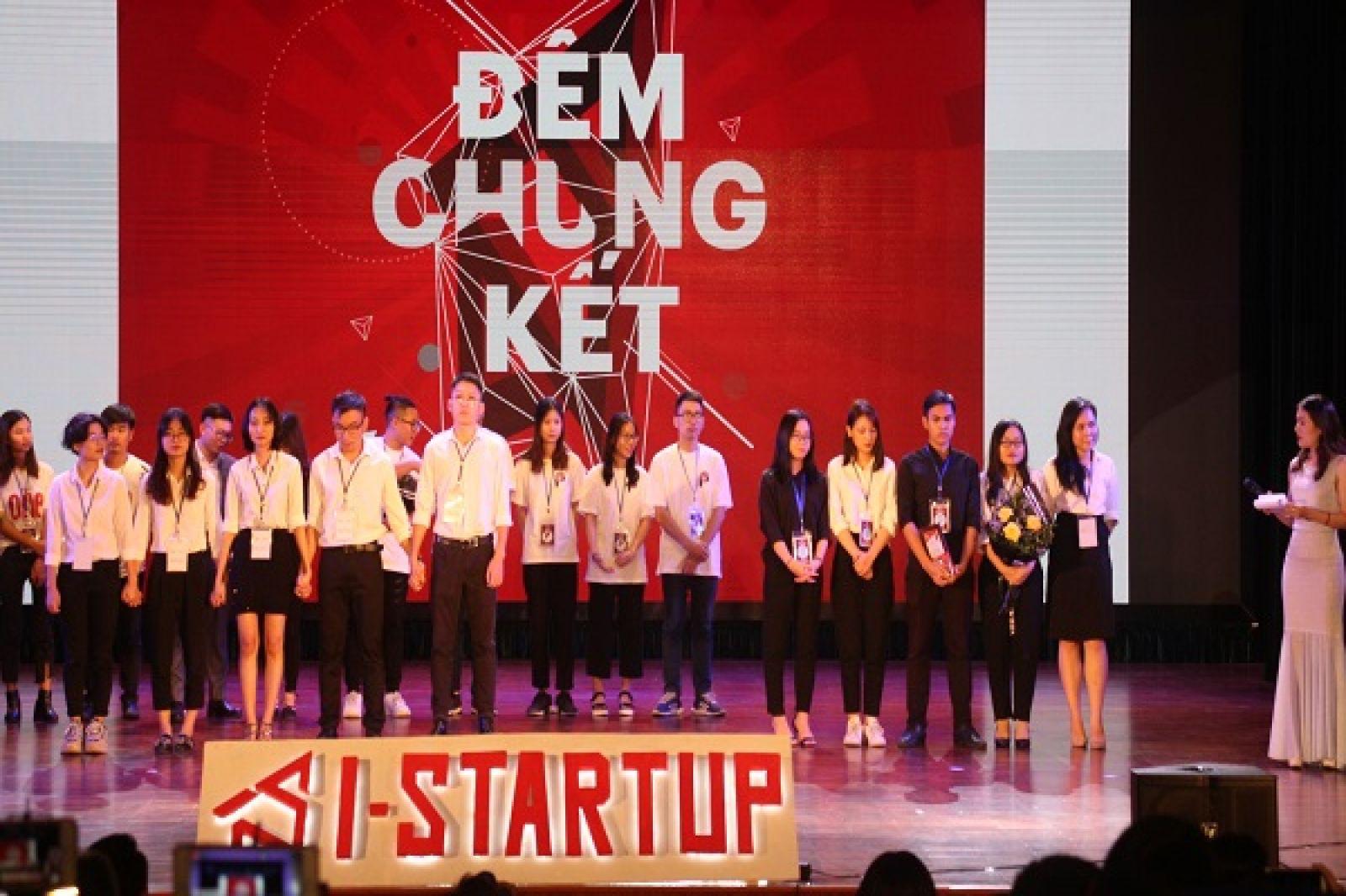 Giây phút 2 đội hồi hộp đợi công bố kết quả Quán quân của Cuộc thi Khởi nghiệp I - StartUp 2019