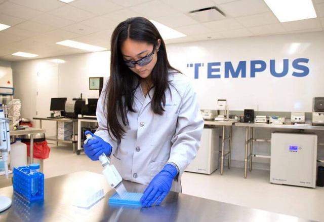 Tempus - Startup công nghệ y tế: Từ căn bệnh ung thư vú của người vợ nhà sáng lập, đến công ty xét nghiệm ung thư và thu thập dữ liệu bệnh nhân được định giá 3,1 tỷ USD - Ảnh 3.