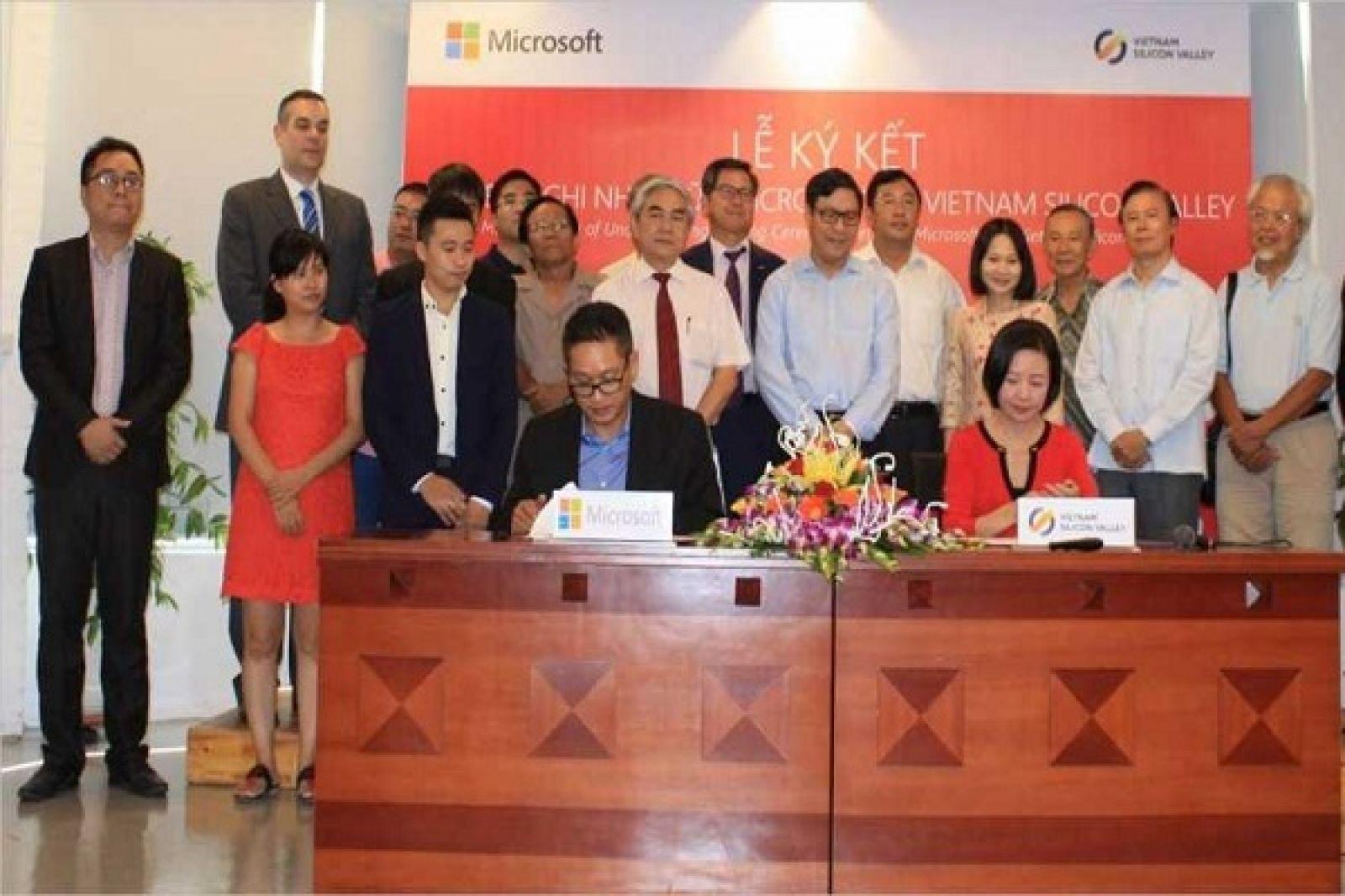 Vietnam Silicon Valey ký kết hợp tác với Microsofl Việt Nam