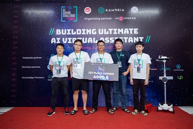 Năm thành viên thuộc đội Tech Fam.