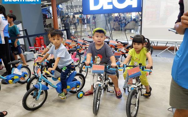 Không phải Adidas hay Nike, thương hiệu thể thao lớn nhất thế giới này lại chưa hề quen tên với số đông người Việt, họ đang dùng chiến lược gì để chinh phục thị trường 100 triệu dân?