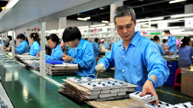 Công nhân lũ lượt bỏ đi, doanh nghiệp di dời nhà máy sang các khu vực lân cận, thuơng hiệu Made in China đứng trước nguy cơ bay màu - Ảnh 1.