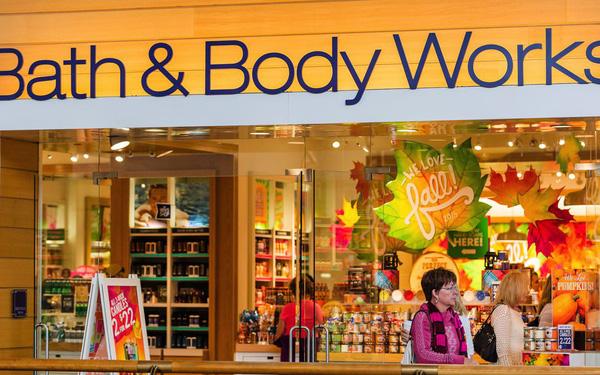 Thương mại điện tử lên ngôi, các nhà bán lẻ đua nhau xin phá sản nhưng thương hiệu từ thập niên 90 này vẫn sống khỏe và mở thêm cửa hàng liên tục