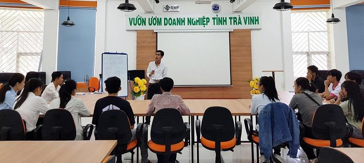 Buổi họp mặt hàng tháng của các thành viên Câu lạc bộ Sinh viên khởi nghiệp để chia sẻ về các ý tưởng khởi nghiệp.